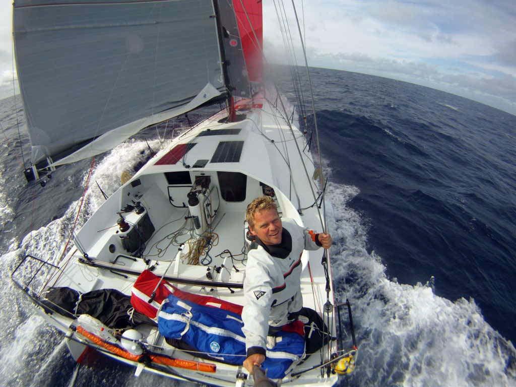 Domingo 9 Alex Pella lidera la regata